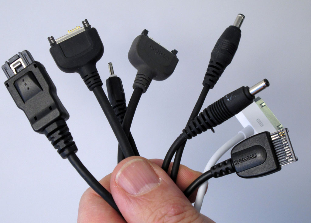 Standardised mobile phone charger to be presented in Brussels