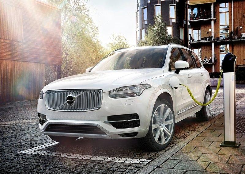 Volvo-XC90_Plug-in-Hybrid-2015-1