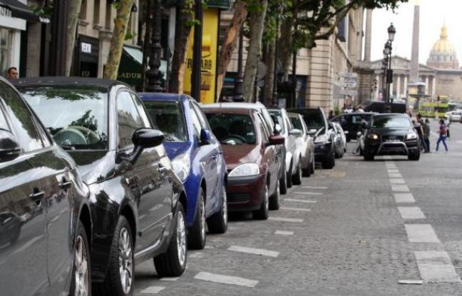 648x415_voitures-garees-a-paris-19-juillet-2012
