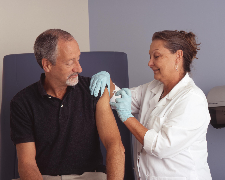Nurse_administers_a_vaccine_(1)