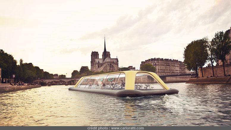 Un bateau salle de sport sur la seine, qui navigue grâce aux effort des usagers