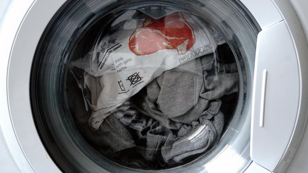 les sachets Sous la Vie pour cuire ses aliments en même temps que laver son linge