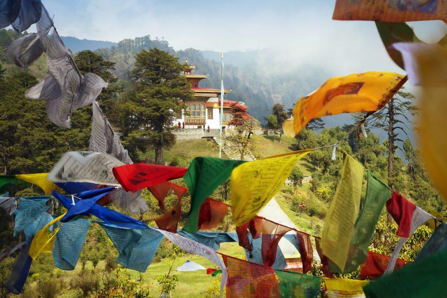 Drapeaux de prières à Thimphou, capitale du Bhoutan