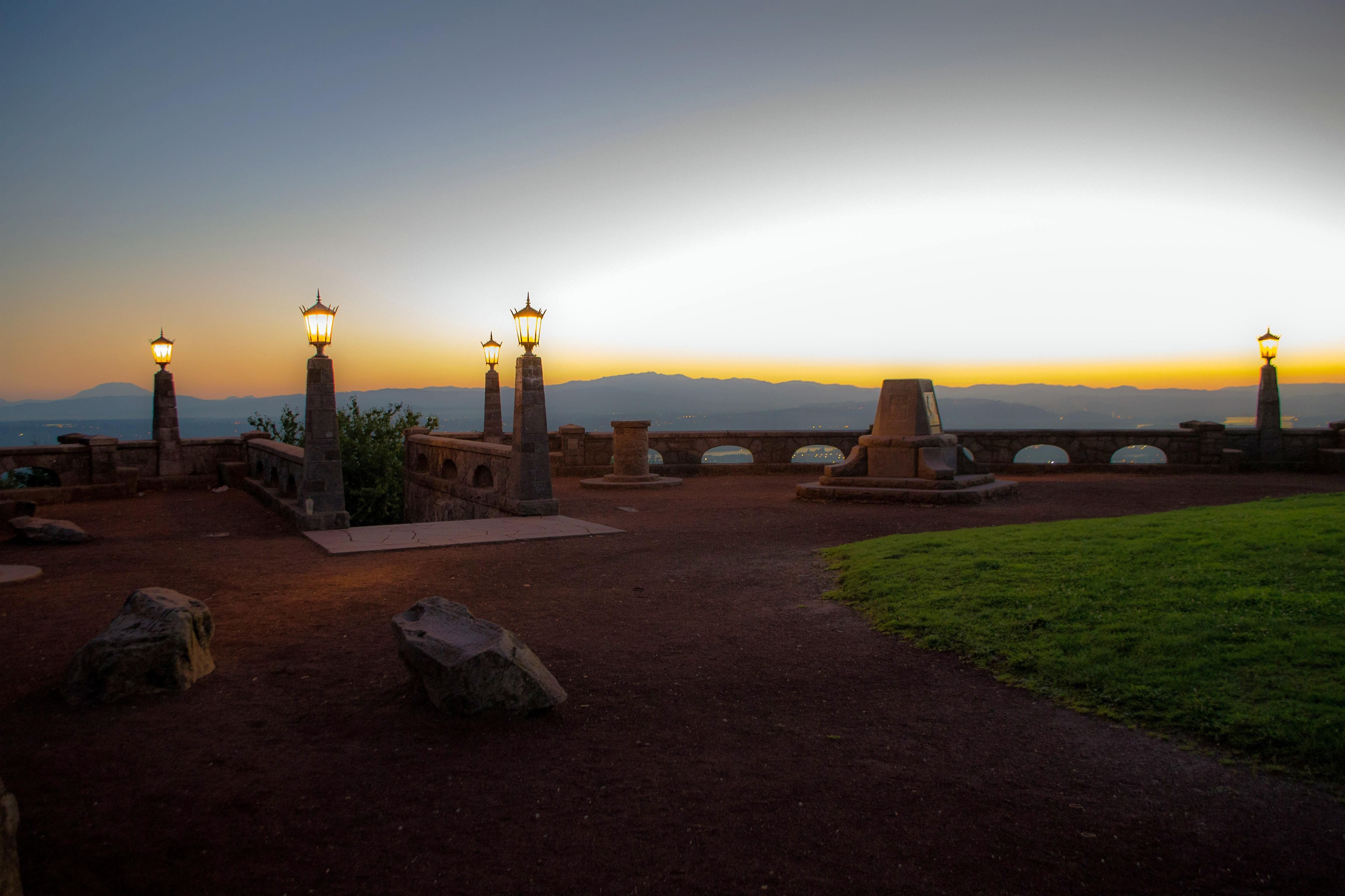 Le parc de Rocky Butte offre une vue sur la ville et Mount Hood, montagne proche de Portland
