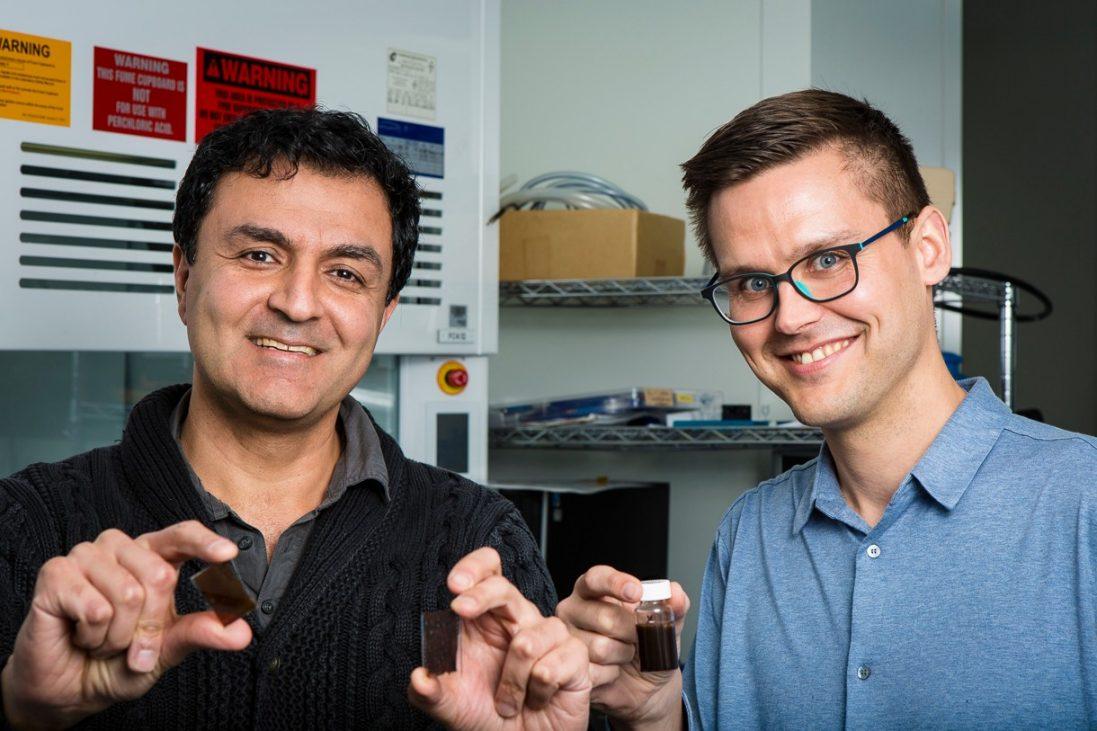 Professor Kourosh Kalantar-zadeh et Dr Torben Daeneke solar paint