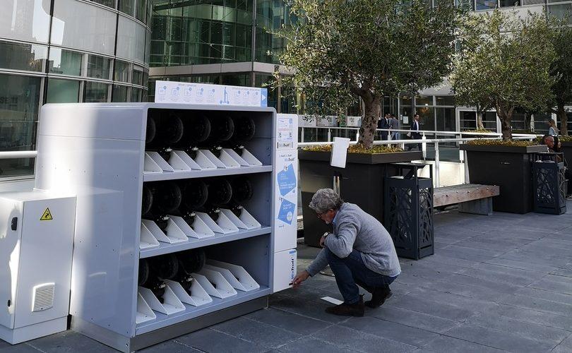 WeTrott' installe ses casiers à trottinettes à La Défense